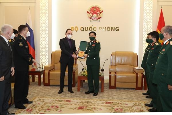 Bộ trưởng Phan Văn Giang tiếp Đại sứ Liên bang Nga