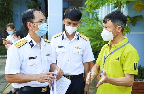 Bộ đội hải quân góp sức chống dịch