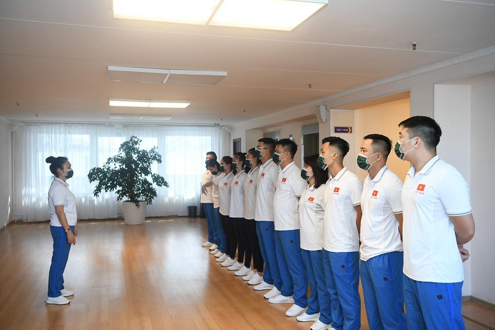 Thượng tá Đặng Mỹ Hạnh quán triệt nội dung luyện tập chuyên môn cho Đội Văn hóa - Nghệ thuật trước lúc luyện tập.