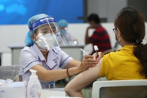 Có nên dùng thuốc chống dị ứng trước khi tiêm vaccine Covid-19?