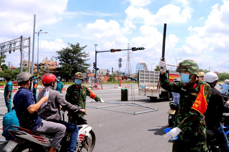Thành phố Hồ Chí Minh ngày đầu siết chặt giãn cách xã hội