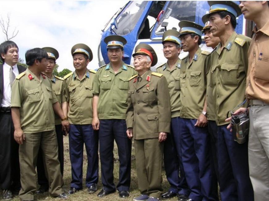 Đại tướng Võ Nguyên Giáp với Bộ đội Phòng không-Không quân
