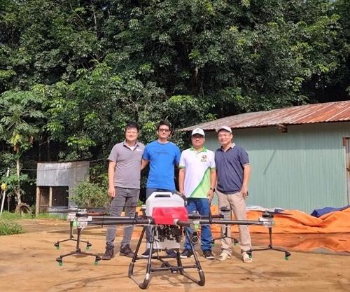 Kỹ sư trẻ đưa máy bay không người lái vào nông nghiệp