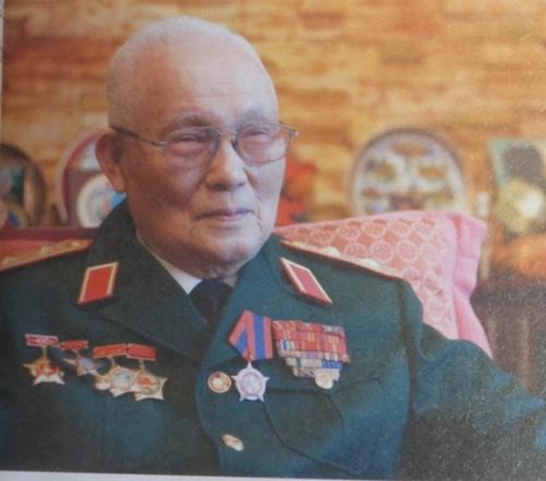 """Trung tướng Vũ Xuân Vinh với """"sách đỏ"""" đánh máy bay B-52"""