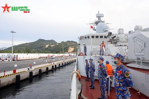 Biên đội tàu 015, 016 cập cảng Cam Ranh, hoàn thành tốt đẹp nhiệm vụ Army Games