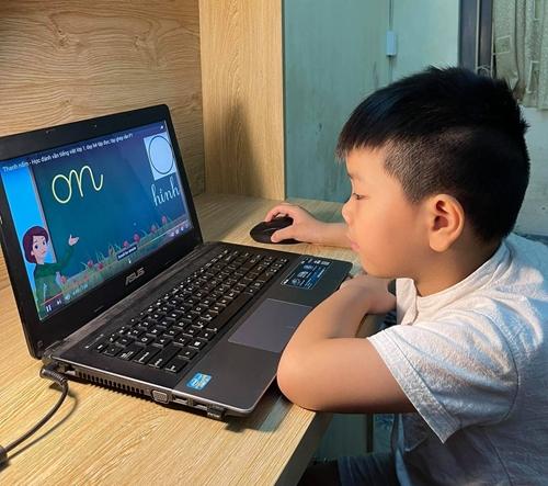 Lựa chọn dạy học trực tuyến hay dạy học qua truyền hình