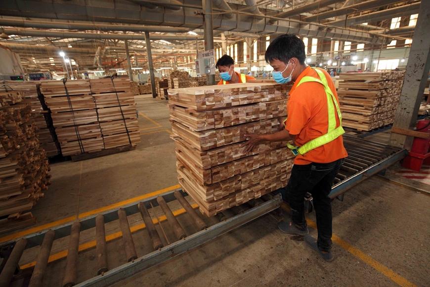 50% doanh nghiệp đồ gỗ phải đóng cửa, giảm sản xuất do Covid-19