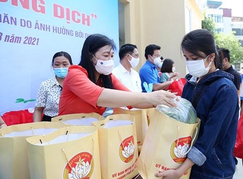 Nhiều mô hình hay giúp đỡ người dân Thủ đô gặp khó khăn trong đại dịch