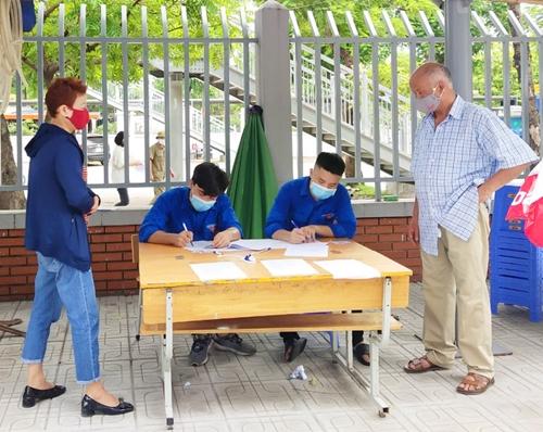Sinh viên ngoại tỉnh cùng Thủ đô chống dịch