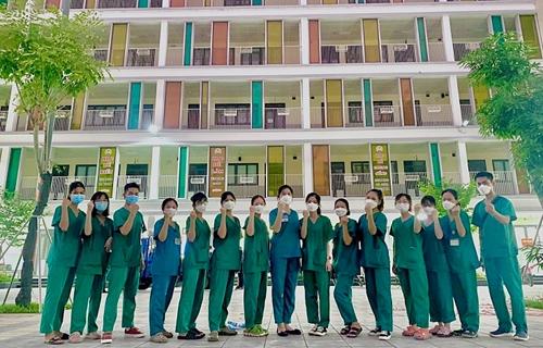 Gần 1.000 cán bộ, nhân viên Bệnh viện Bạch Mai hỗ trợ Hà Nội xét nghiệm và tiêm chủng
