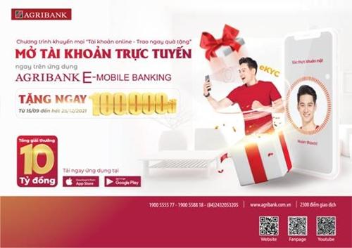 Khách hàng hào hứng mở tài khoản trực tuyến Agribank