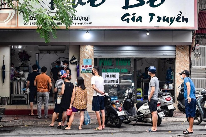 Hà Nội cho phép mở lại dịch vụ bán đồ ăn mang về tại một số