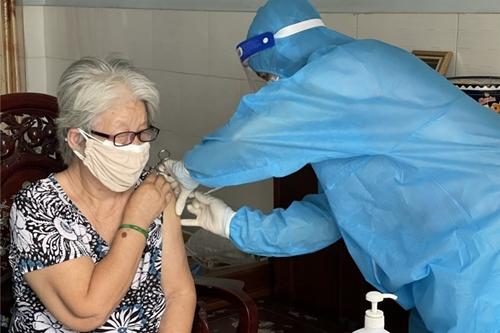 Người mắc bệnh tim mạch rất cần được tiêm vaccine ngừa Covid-19