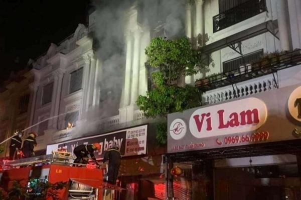 Hà Nội Lửa thiêu rụi 4 căn nhà liền kề ở xã Ninh Hiệp, huyện Gia Lâm