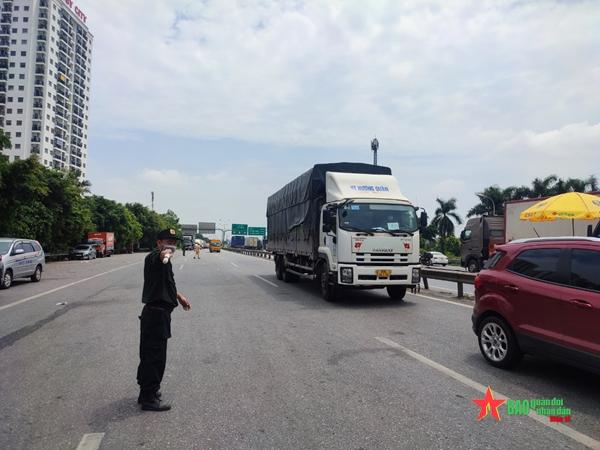 Người dân muốn ra, vào thành phố Hà Nội cần những giấy tờ gì