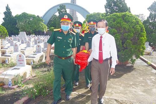 Huyện Gio Linh, tỉnh Quảng Trị tổ chức lễ truy điệu và an táng 2 hài cốt liệt sĩ