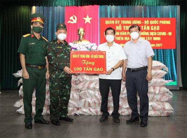 Quân ủy Trung ương - Bộ Quốc phòng hỗ trợ nhân dân tỉnh Tây Ninh 100 tấn gạo