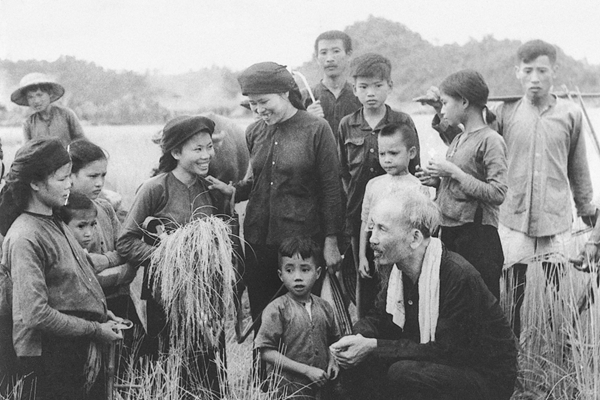 """Ngày này năm xưa 28-9-1945 Bác Hồ kêu gọi """"sẻ cơm nhường áo"""""""