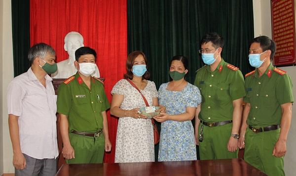 Vợ chồng quân nhân trả lại người đánh rơi 200 triệu đồng