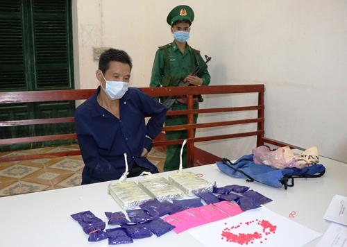 Điện Biên: Bắt đối tượng vận chuyển 3 bánh heroin, 4.000 viên ma tuý tổng hợp