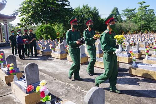 Quảng Trị tổ chức truy điệu và an táng 10 liệt sĩ