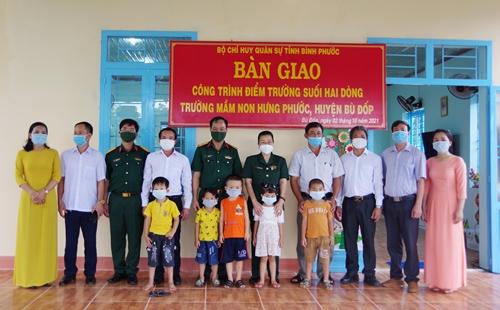 Bộ CHQS tỉnh Bình Phước bàn giao điểm Trường Mầm non Suối Hai Dòng