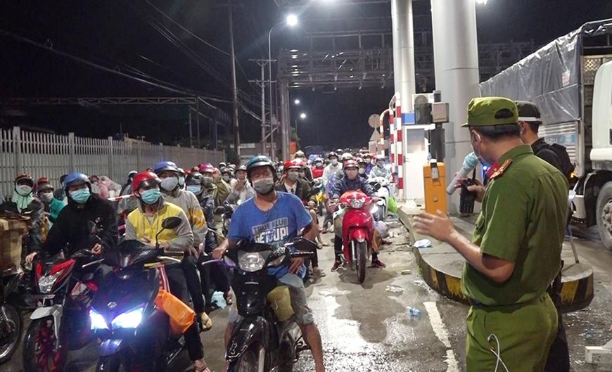 Hiện tượng người dân rời TP Hồ Chí Minh tự phát về quê: Trong 'nguy' có 'cơ'