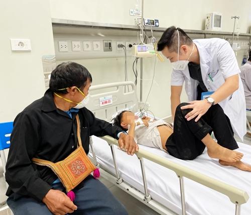 Nhiều trẻ ngộ độc nặng, 1 trẻ tử vong do ăn quả hồng trâu