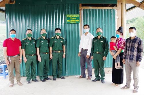 """Sơn La trao tặng """"Nhà đồng đội"""" cho quân nhân có hoàn cảnh khó khăn"""