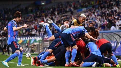 Xem lại clip 3 bàn thắng và các tình huống nổi bật trận Nhật Bản - Australia