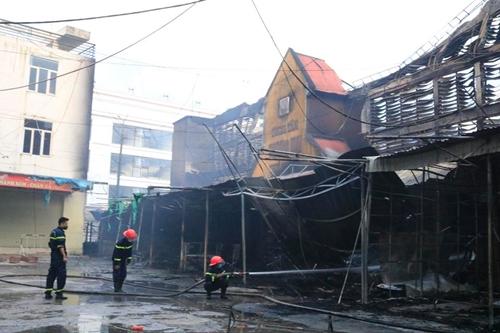Hỏa hoạn, thiêu rụi nhiều ki ốt tại chợ Núi Đèo, thành phố Hải Phòng