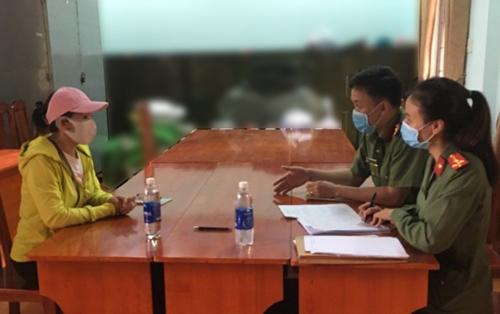 """Lâm Đồng xử phạt một chủ tài khoản facebook đăng tin """"nước thánh"""" chữa được Covid-19"""