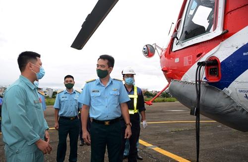 Máy bay Công ty Trực thăng miền Bắc (Binh đoàn 18) sang Indonesia bay dịch vụ cứu hỏa