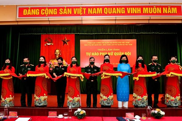 """Tổng kết, trao giải Cuộc vận động sáng tác và khai mạc triển lãm ảnh """"Tự hào Phụ nữ Quân đội"""""""