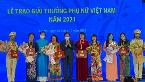 Giải thưởng Phụ nữ Việt Nam 2021 được trao cho 6 tập thể và 10 cá nhân