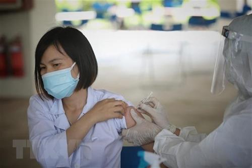 Bản tin Covid trưa 15-10: Bộ Y tế đề nghị báo cáo giá bán test xét nghiệm SARS-CoV-2; Long An lập 94 trạm y tế lưu động