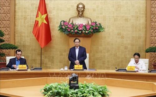 Thủ tướng Phạm Minh Chính: Phấn đấu cuối năm phủ vắc-xin cho các đối tượng, trong đó có công nhân, người lao động.