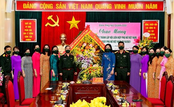 Thượng tướng Đỗ Căn thăm, chúc mừng Ban Phụ nữ Quân đội nhân dịp 20-10