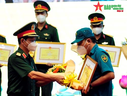 Bộ tư lệnh TP Hồ Chí Minh tôn vinh các điển hình tiêu biểu trong phòng, chống dịch Covid-19