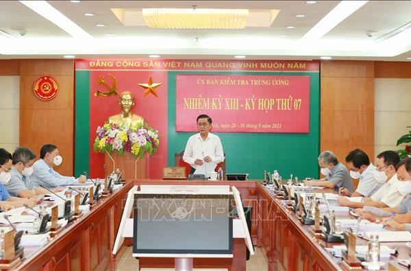 Xóa tư cách, khiển trách nguyên chủ tịch, 3 phó chủ tịch UBND tỉnh Bình Dương, Quảng Ninh