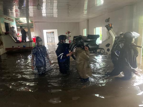 Quảng Ngãi Mưa lũ làm gần 11 000 nhà dân bị ngập, nhiều nơi ngập sâu 2 mét