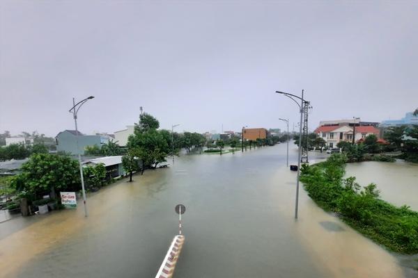 TP Tam Kỳ, Quảng Nam ngập sâu do nước lũ dâng cao