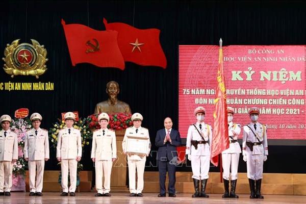 Chủ tịch nước Nguyễn Xuân Phúc dự kỷ niệm 75 năm Ngày truyền thống Học viện An ninh nhân dân