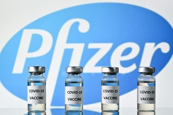 Thêm 1,3 triệu liều vắc xin Pfizer BioNTech đã về đến Hà Nội