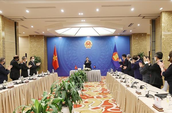 Thủ tướng Phạm Minh Chính tiếp xã giao các Đại sứ, Đại biện các nước tham gia EAS tại Hà Nội