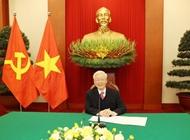 中国记者:阮富仲总书记的署名文章体现了越南革命事业的战略视野