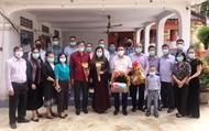 向英雄烈士敬香仪式在老挝琅勃拉邦省举行