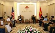 黄春战上将会见美国国际开发署驻越南首席代表