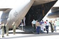 美国士兵遗骸交接仪式在岘港市举行