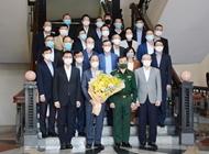 国防部领导会见越南驻外机构首席代表